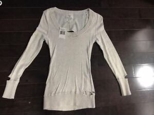 Stylish beige super thin GUESS Sweater (sz XS) - NEW WITH TAGS!