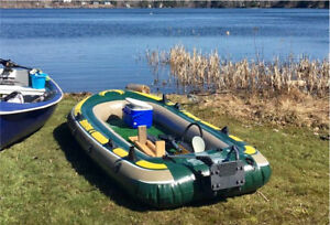 Inflatable Boat/Dingy with Hand Motor