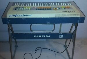 """""""Vintage Red Farfisa combo compact keyboard organ"""" West Island Greater Montréal image 6"""