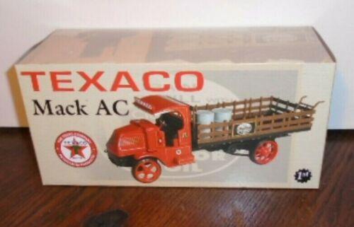 NEW FIRST GEAR 2000 TEXACO GOLDEN MACK AC W/ 2 BARRELS & HAND CART 19-2571 1/34