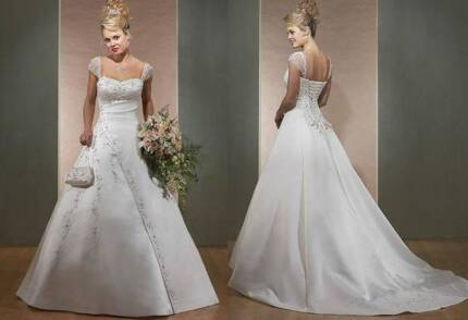 Pre-loved elegant, size 8-10 light gold bridal gown