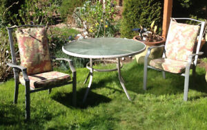 Outdoor table and 4 chairs w/cushions