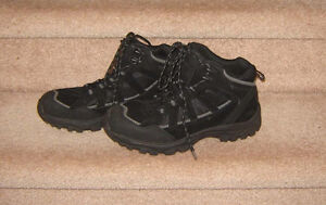 Men's Casual and Dress Shoes (Johnston and M, Clarks) - 9, 9.5 Strathcona County Edmonton Area image 1