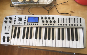 M-AUDIO Ozonic 3-Octive MIDI Keyboard Controller! FireWire!