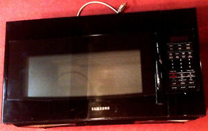 Over-the-Range Microwave 1.8 cu. ft. in excellent condition Peterborough Peterborough Area image 1