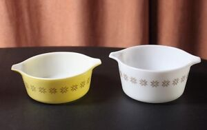 Pyrex 2 Casserole Dishes Town and Country pattern 1 1/2Pt & 1Qt
