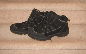 Casual and Dress Shoes (Johnson & Johnson, Clarks) - sz 9, 9.5
