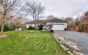 Gorgeous, BEAUTIFUL custom built Bungalow!!!! over 3000 Sq. Ft.