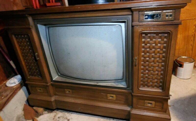 VINTAGE TELEVISION 1981 ZENITH SPACE COMMAND TV WOOD GRAIN SPACE PHONE ANTIQUE