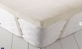 Luxury Memmory Foam Topper (5cm, washable cover and fitted straps) Worth £179