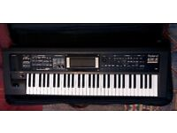 Roland GW8 Workstation Keyboard, Great Condition, Includes Case