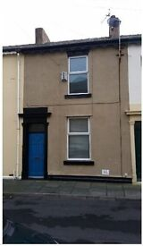 Well presented 2 bedroom property available immediately