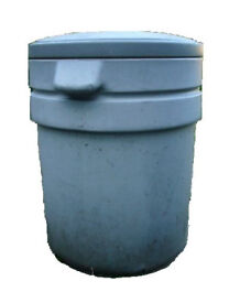 Large feed container with lid for horses ponies chickens - mice proof -