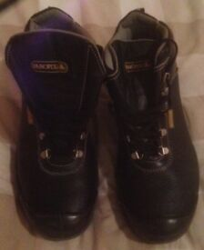 NEW Mens black leather steel toecap boots size 8/42