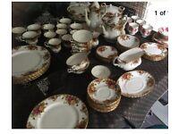 Royal Albert country roses bone china 62 piece set