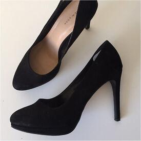 Black high heel pumps size 9 - like new