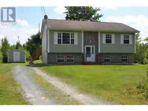 Split Entry in Country for Sale! Five minutes to Elmsdale !