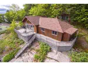 Beautiful Lake Front Cottage Rental on Six Mile Lake