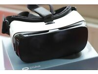 Samsung Gear VR, compatible with Galaxy S7 edge, S7, Note 5, S6 edge+, S6 and S6 edge