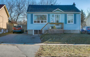 2 Kitchens 3+1 Beds, 2 Bath Bungalow With Separate Entrance