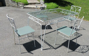 REALLY NICE WROUGHT IRON TABLE AND 4 CHAIRS VINTAGE