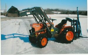 Kubota B1700 compact tractor with loader and Backhoe