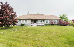 Beautiful bungalow just off Shediac Rd. - 	M118019