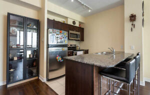 Beautiful 2 bed 1 bath condo in Square One in Mississauga