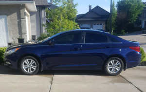 2012 Hyundai sonata low kms brand new tires and more !!!