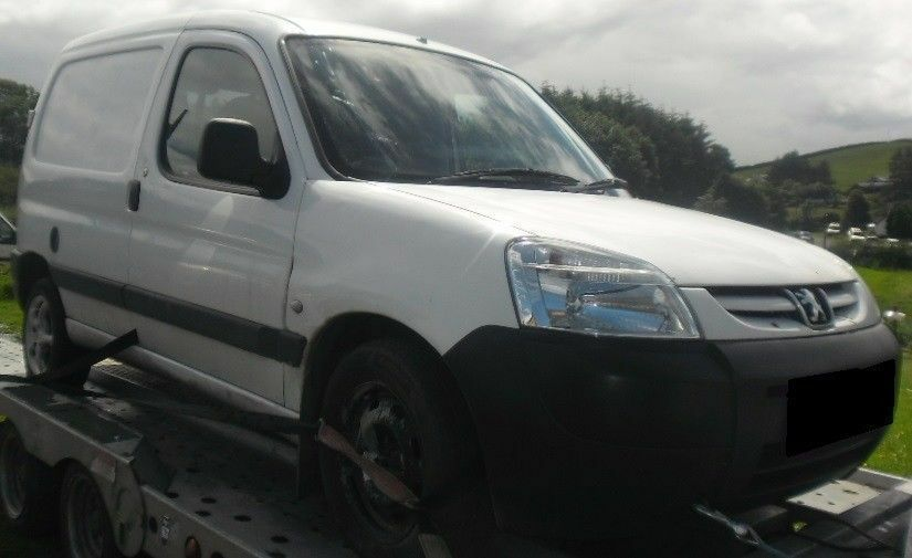 BREAKING 2004 PEUGEOT PARTNER 1.9 DIESEL -- NO TEXTS PLEASE - NEWRY / ARMAGH