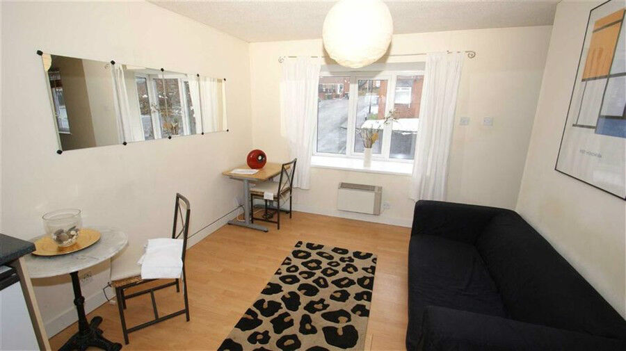 26 Belle Vue Court, 1 Bed With Parking. 2 Mins from Uni & LGI, Edge Of City Centre - AVAIL JUNE