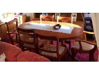 Extendable dining table and 6 seats