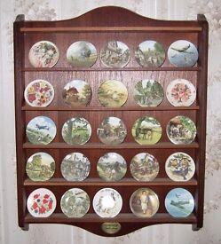 Miniature plates display