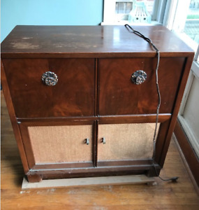 GE VINTAGE CABINET WITH TURNTABLE & RADIO IN PRETTY DECENT SHAPE