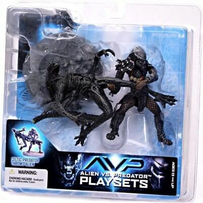 McFarlane: Alien vs. Predator - Celtic Predator Throws Alien