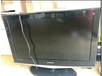 Samsung LE32R74BDX - 32'' Widescreen HD-Ready LCD Television - With Freeview