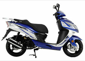 SINNIS Shuttle 125cc Scooter. Learner Legal