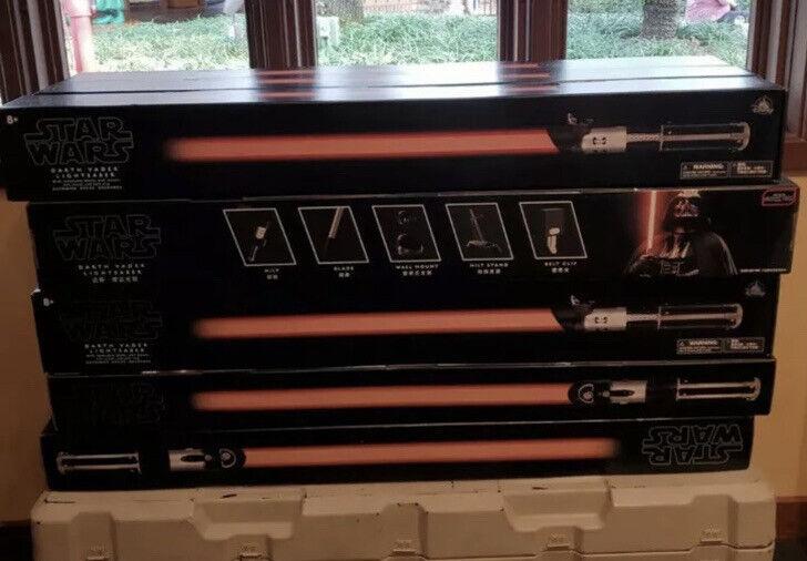 Star Wars B3924AS0 The Black Series Darth Vader Force FX Lightsaber