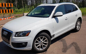 Audi Q5 Premium Plus 2.0L Turbo. Leather,Glass Pana Roof. Nice!