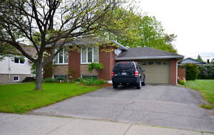 BEAUTIFULLY UPDATED HOME IN DESIREABLE NEW SUDBURY LOCATION!