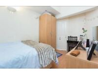 Spacious double room available close to the station!!!