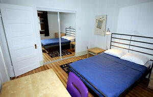 Sept 1 - UNIVERSITY STUDENT Wanted to Share FURNISHED Condo
