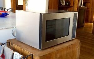 """Brand new 24"""" fisher and Paykel microwave oven"""