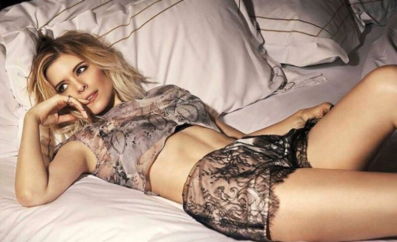 Kate Mara - Lying On Her Back In Bed - Sexy Pic !!