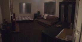 Very large double room, Uxbridge