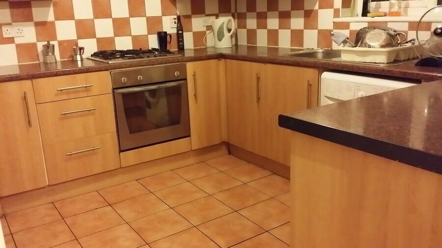 Double room near Canary Wharf available soon ! 07706814372