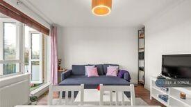 2 bedroom flat in Weydown Close, London, SW19 (2 bed) (#1101528)