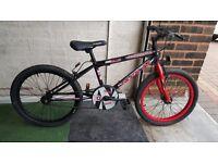 Universal Jackal BMX Bike. 20 inch wheels. (Suit age: 8 yrs to 16 yrs).