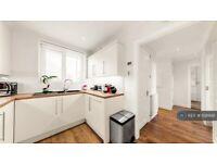 2 bedroom flat in Weydown Close, London, SW19 (2 bed) (#1081681)