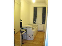 Small rooms to rent on ground floor flat at West Montgomery Place